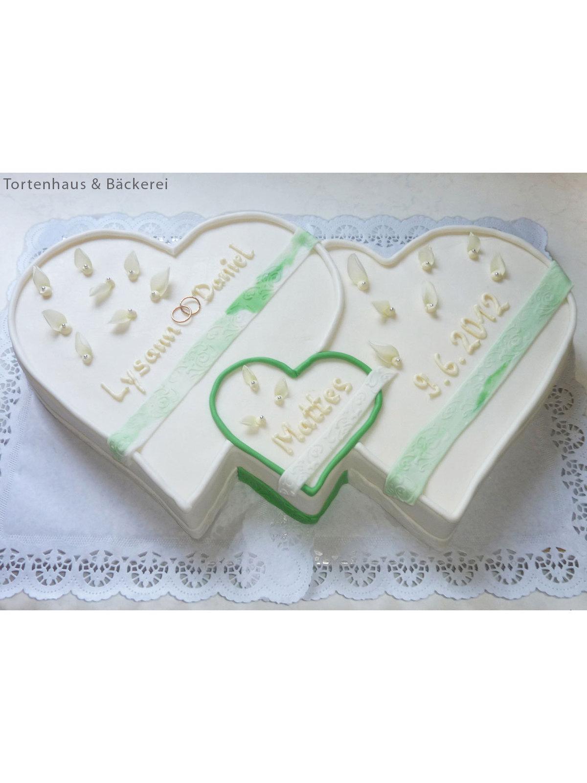 Hochzeits-Torte Drei Herzen vereint auf Ja.de