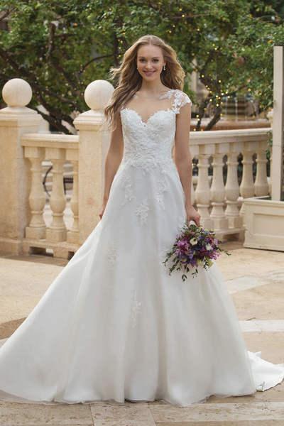 Brautkleid 44088 von Sincerity
