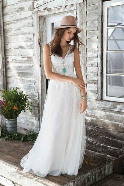 Brautkleid 66042 von Lilian West
