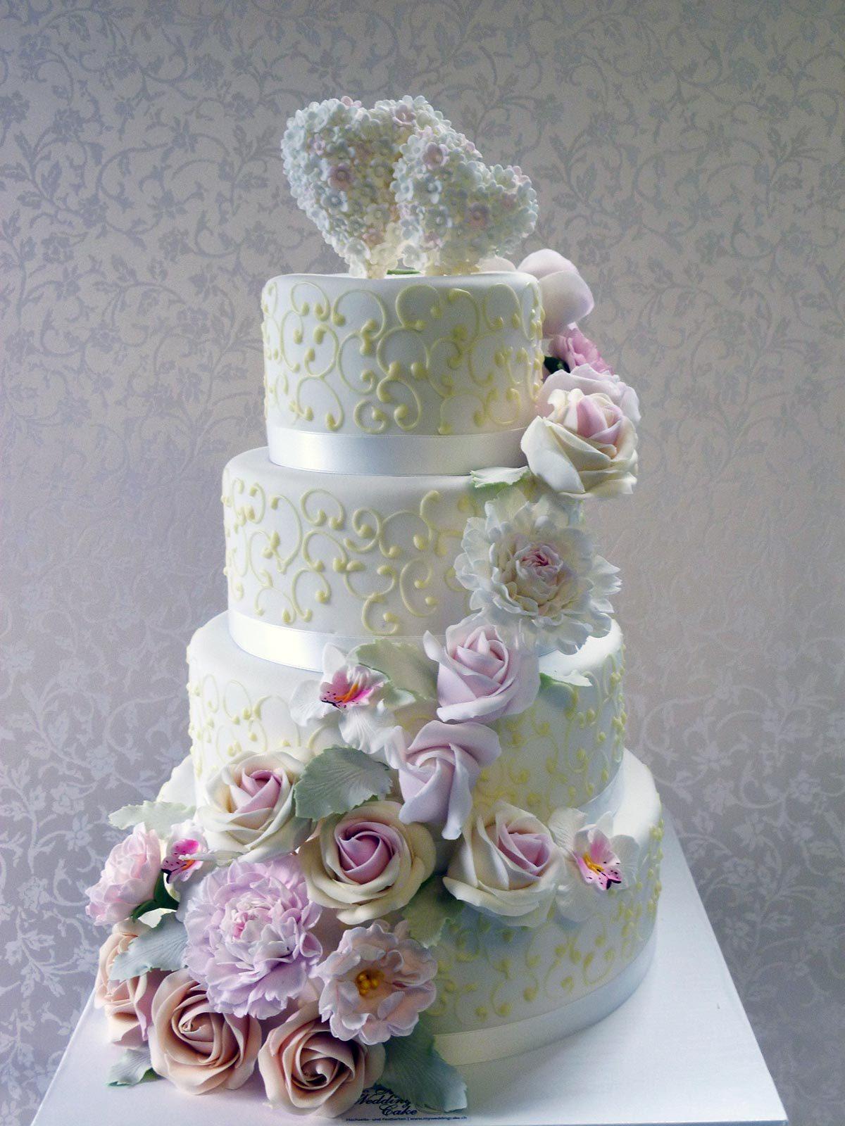Hochzeits-Torte Cottage Torte mit Zuckerblüten auf Ja.de