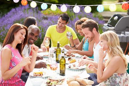 Die verlobungsfeier ja oder nein tipps von experten - Gartenparty essen ...