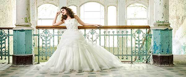ea787aa3965 ... von dem sehr romantischen großen Brautkleid bis zur puristischen  Seidenrobe