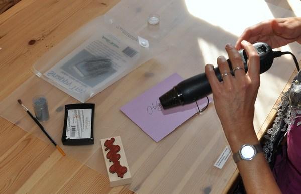 hochzeitseinladungen selber basteln tipps von experten. Black Bedroom Furniture Sets. Home Design Ideas