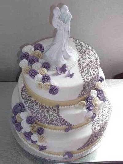 hochzeits torte lila ornamente auf. Black Bedroom Furniture Sets. Home Design Ideas