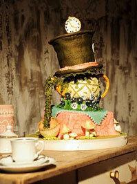 hochzeits torte alice im wunderland auf. Black Bedroom Furniture Sets. Home Design Ideas