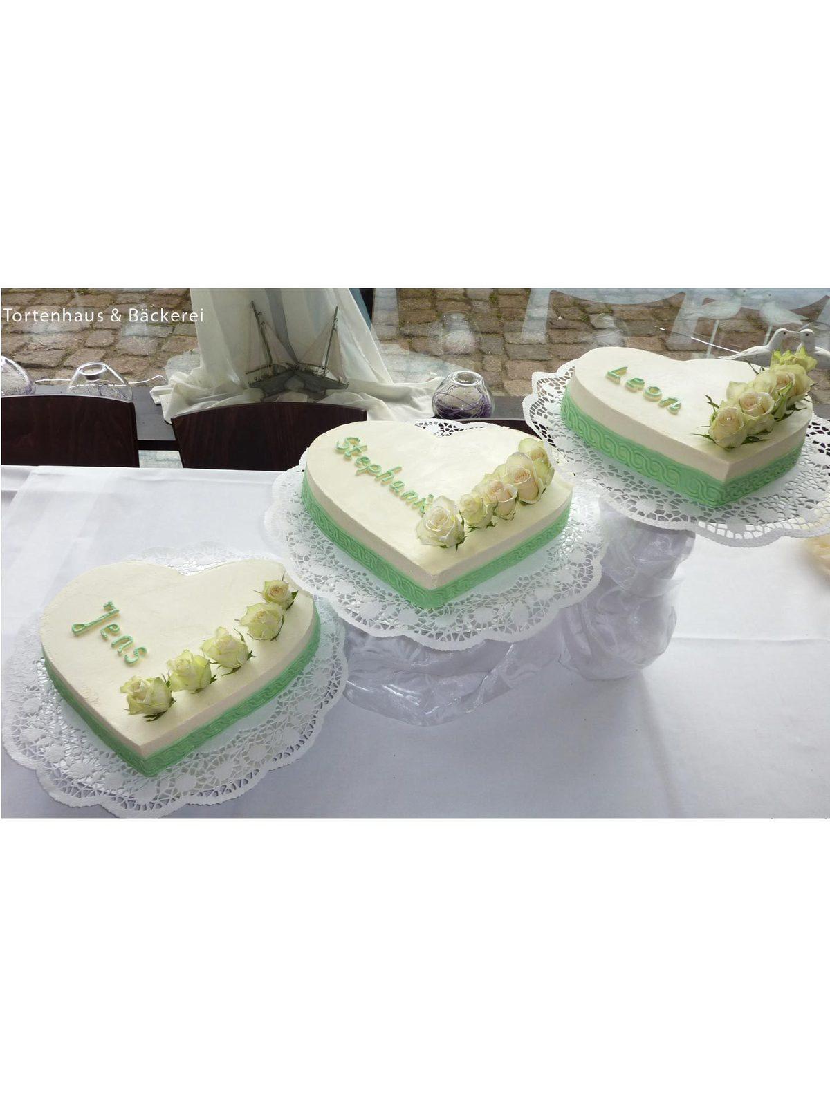 Hochzeits-Torte Dreiklang der Herzen auf Ja.de