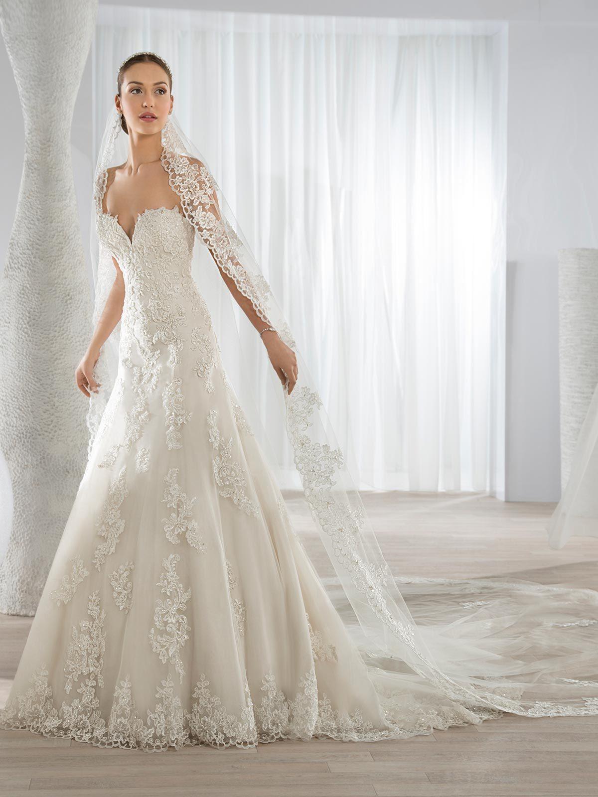 Brautkleid 620 von Demetrios auf Ja.de