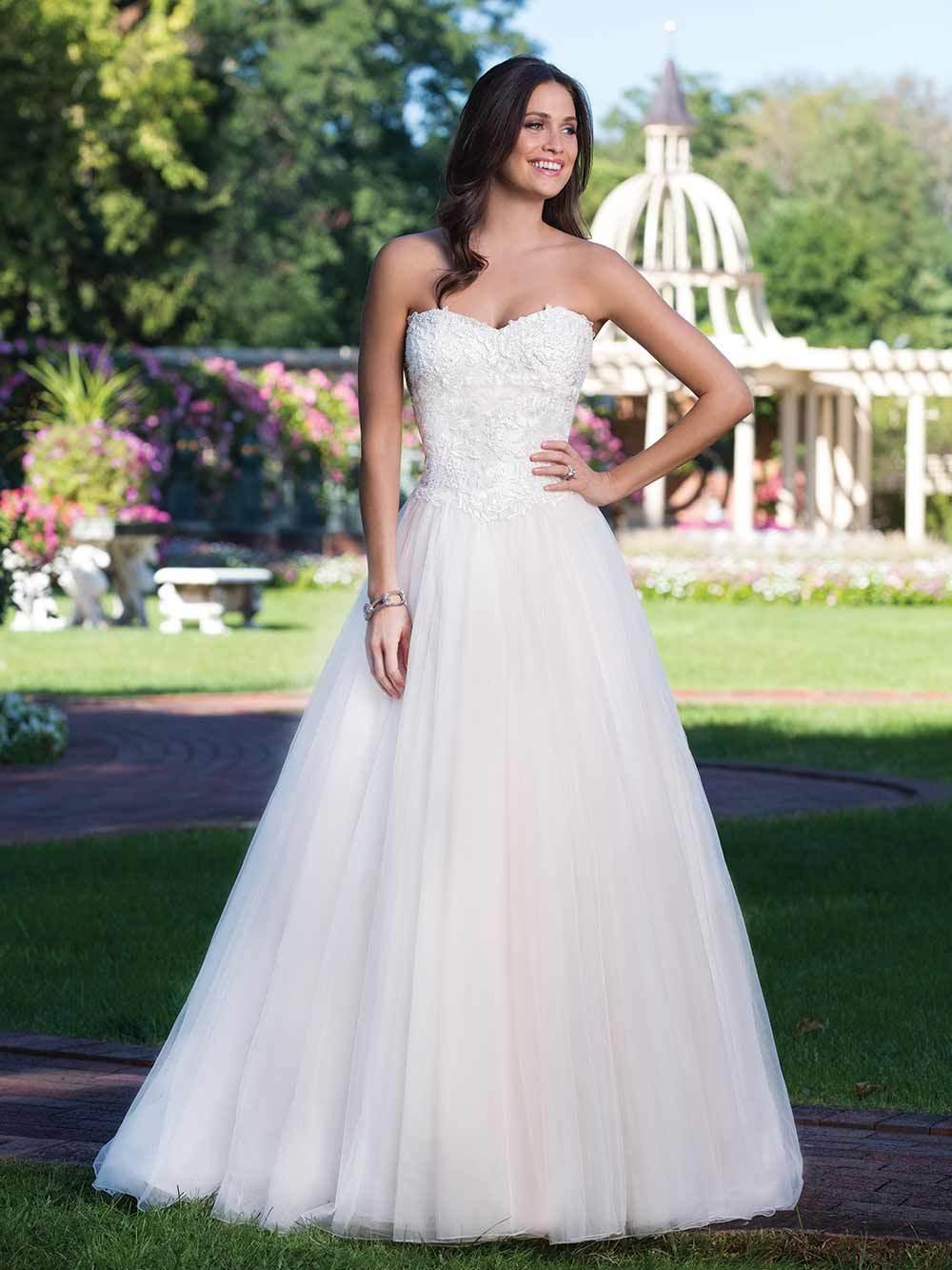 Brautkleid 3919 von Sincerity auf Ja.de