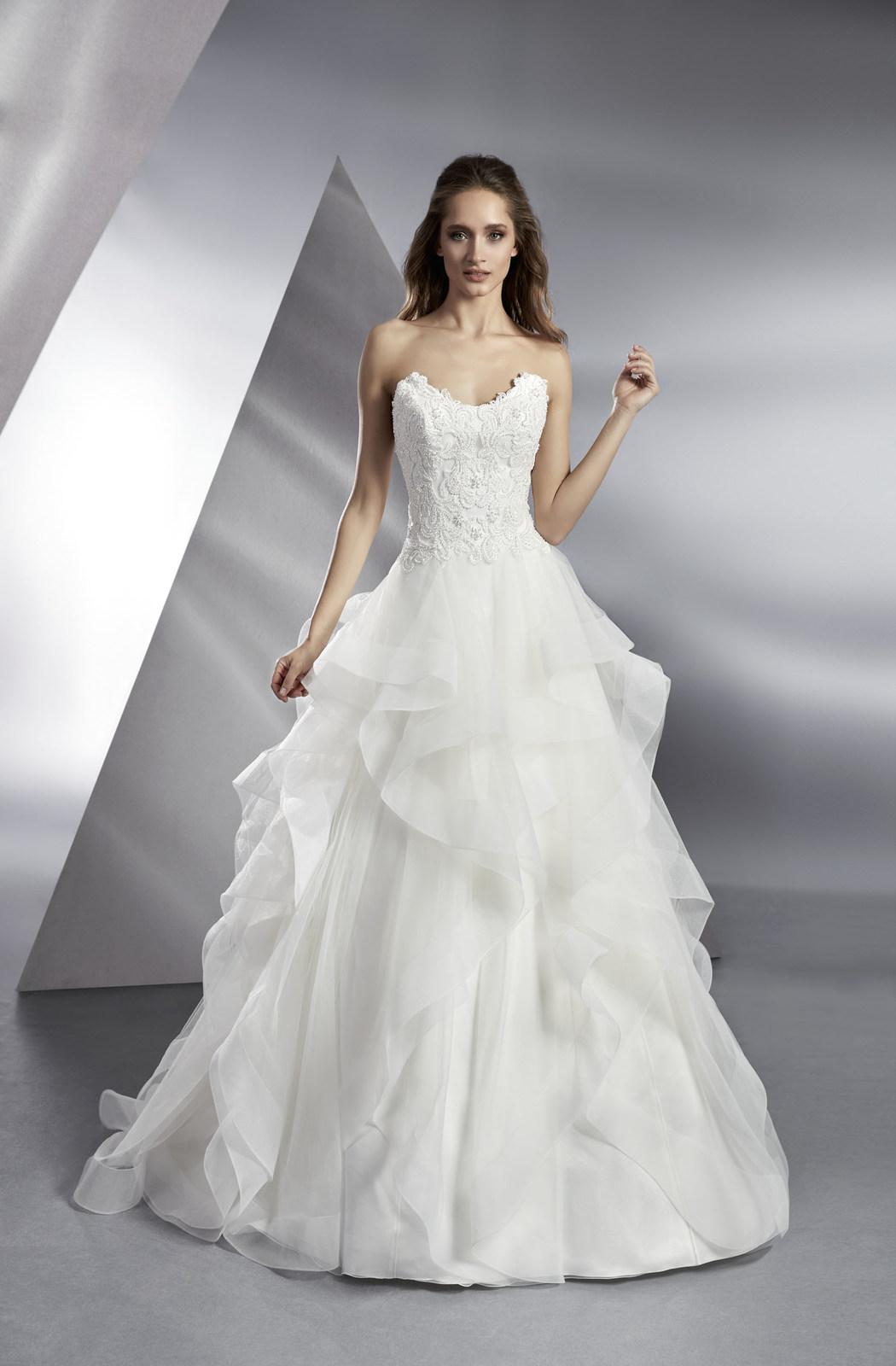 Brautkleid Bari 2590 von Modeca auf Ja.de